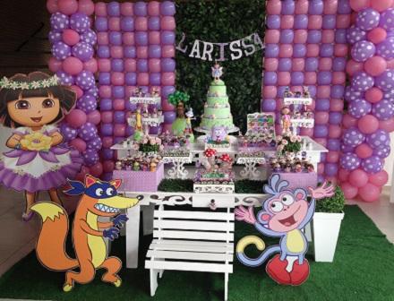 Festa rosa e lilás da Dora Aventureira