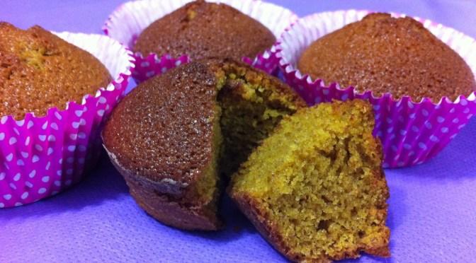 Cupcake de cenoura com açúcar mascavo e farinha integral