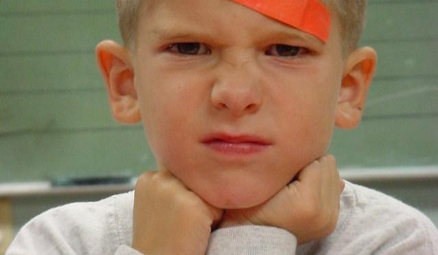 Como lidar com uma reação agressiva de seu filho