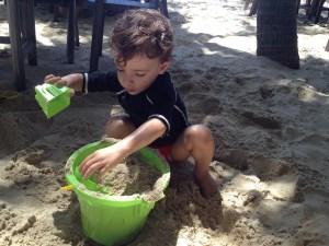 Serginho aproveitando a praia