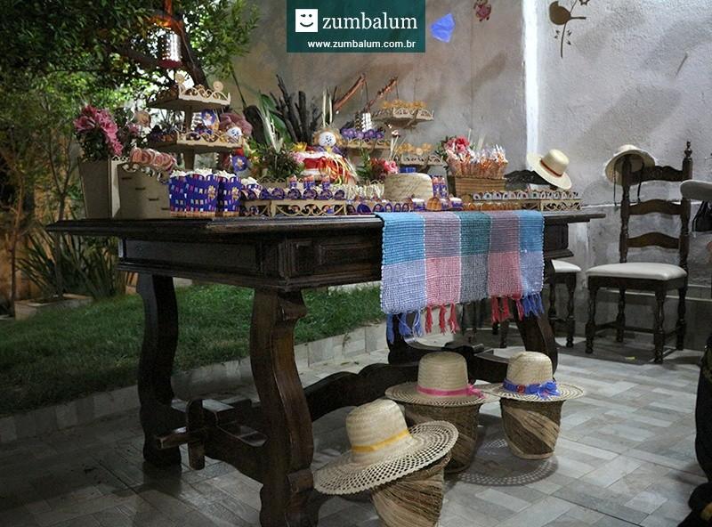 Mesa de doces decoração para festa junina infantil