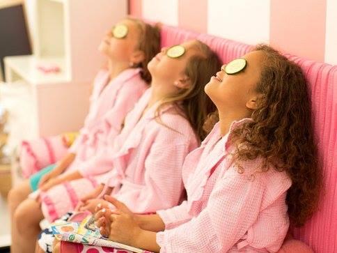 8 brincadeiras muito divertidas para uma Festa do Pijama incrível