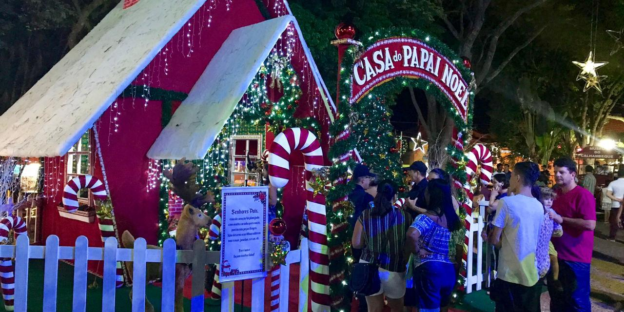 """Brotas transforma ponte em """"túnel"""" natalino"""