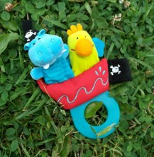 Rattle with fun finger puppets