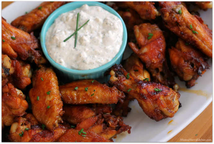 smoky brown sugar wings with blue cheese dip #ChicksWingIt #WingItWednesday | Mama Harris' Kitchen