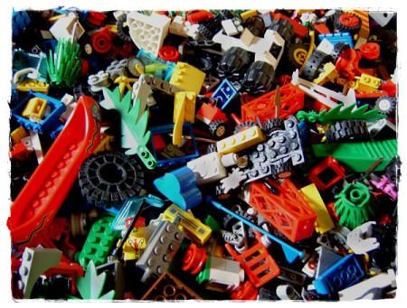(Legosteine fotografiert von Stefan Erdmann @ pixelio.de)