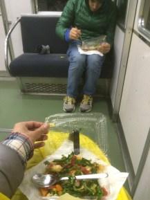 Cenando en el tren