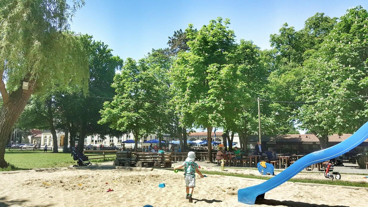 Biergarten in München mit Spielplatz