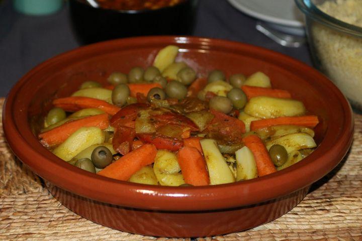 Tajine de poulet aux olives, pommes de terre et carottes (Afrique du Nord)