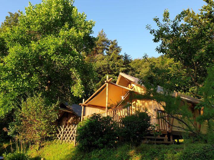 Glamping en Ardèche : dormir en tente lodge au Camping Iserand*** Calme et Nature à Vion