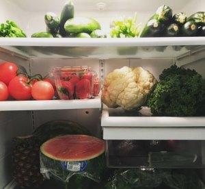 適切な保存方法は?直射日光を避けて保存する食品は冷蔵庫にいれるべき?!