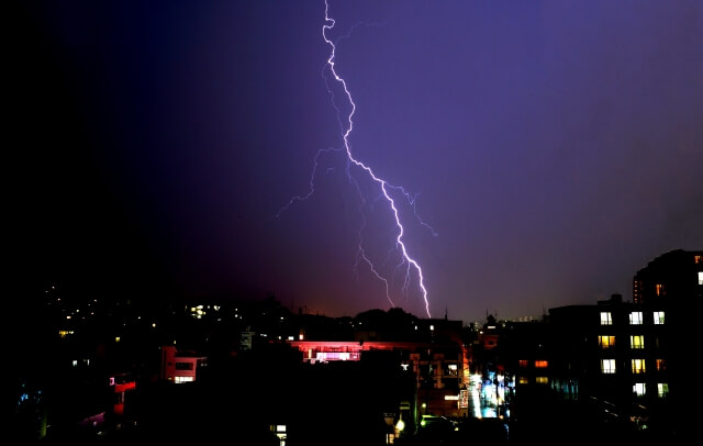 雷雨喘息 何 日本