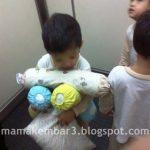 Si Kembar Dan Bantal Bantalnya…