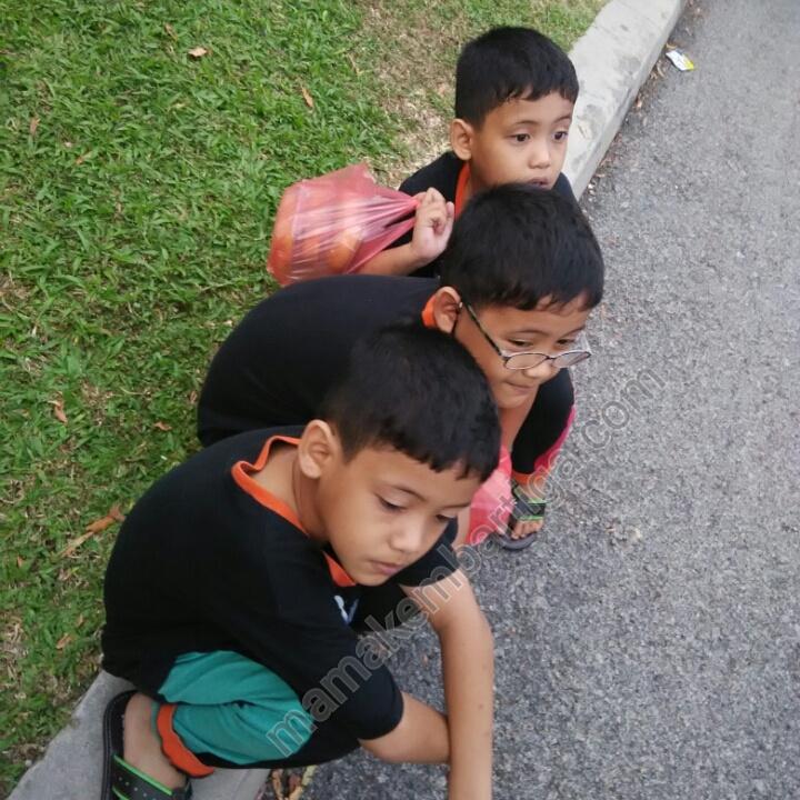 anak anak kembar tiga puasa