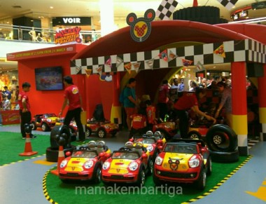 Mickey and the Roadster Racers Carnival