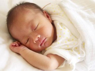 生後一ヶ月の赤ちゃんの睡眠サイクル・まとめて寝る時期の目安