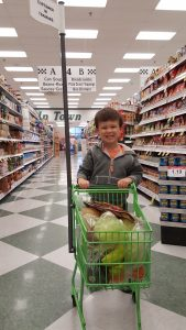 Three Ways to Encourage Your Child to Eat New Foods | mamaknowsnutrition.com