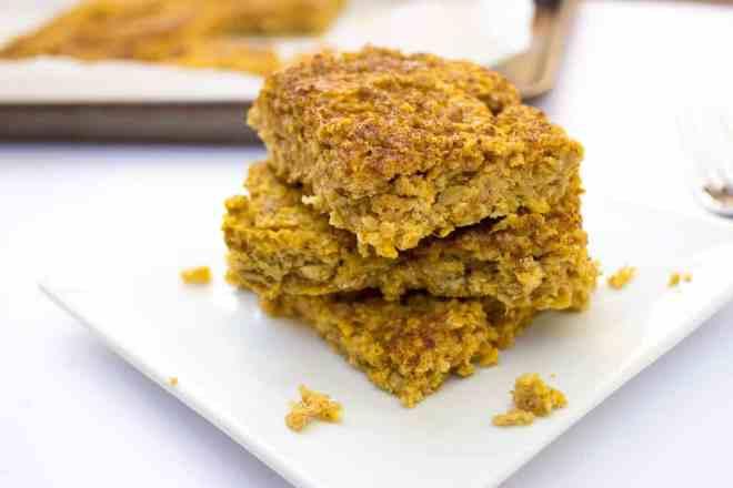 Pumpkin Baked Oatmeal Bars | mamaknowsnutrition.com