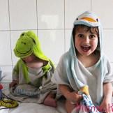 Kinder singen nach dem baden