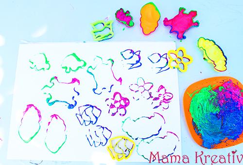 malen im sommer für kinder sommerideen kindergarten malen mit den sandförmchen summer painting ideas sand form stamps