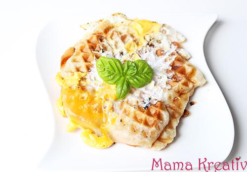 frühstück aus dem wafeleisen blätterteig waffeln mit käse und ei