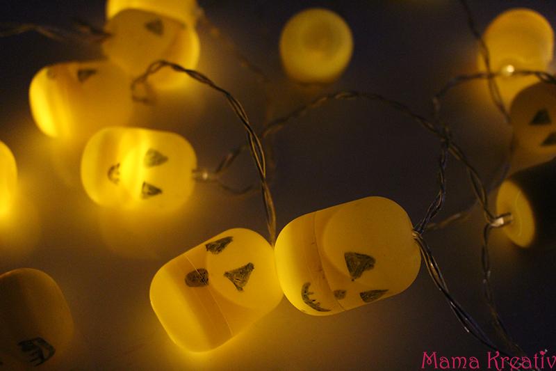 Halloween Girlande aus Ü-Ei-Kapseln und Lichterkette selber machen