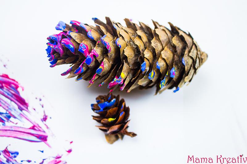 malen-im-winter-mit-kleinkindern-mit-zapfen-tannenzapfen