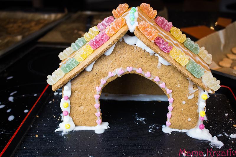 backen-mit-kindern-weihnachten-lebkuchenhaus-krippe-33