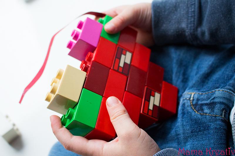 Basteln mit Kindern zum Valentinstag Kindergarten Herz Karte (11)