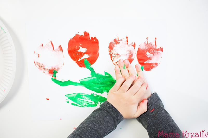Malen im Frühling mit Kindern Kartoffeldruck Tulpen (2)