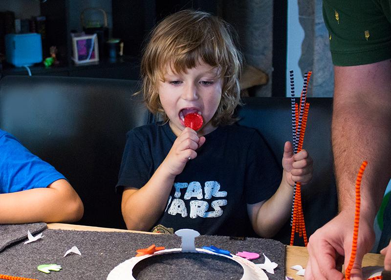 Monster Geburtstag: Spiele, Deko und Rezepte für Kinder Monster Masken Kronen basteln