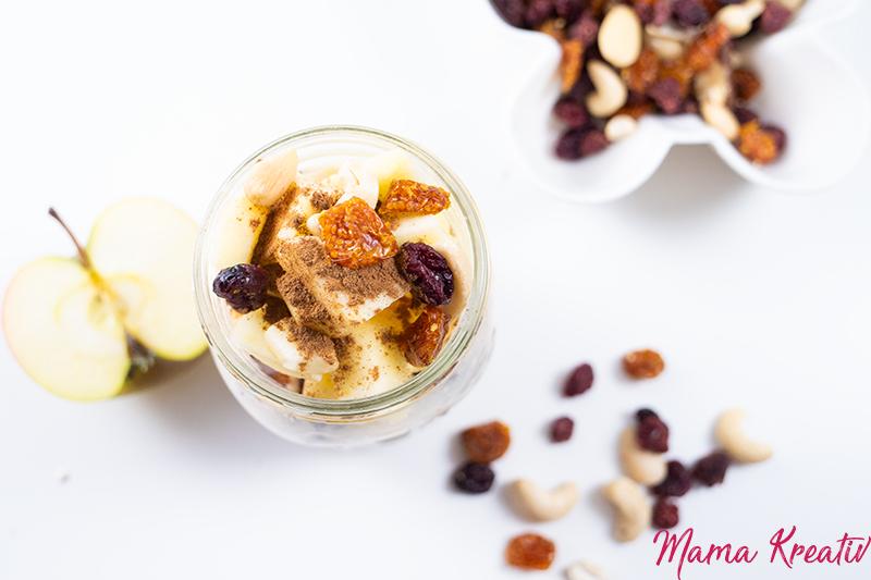 Bircher Müsli Oats mit Apfel und Zimt   - overnight oats rezept selber machen schnell und einfach mit banane chia himbeeren blaubeeren mango apfel ideen toppings auf deutsch