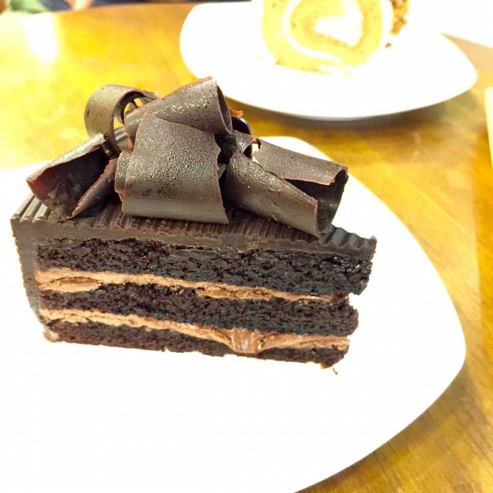 Double Chocolate Layer Cake - Desserie sweet cafe Terminal 21