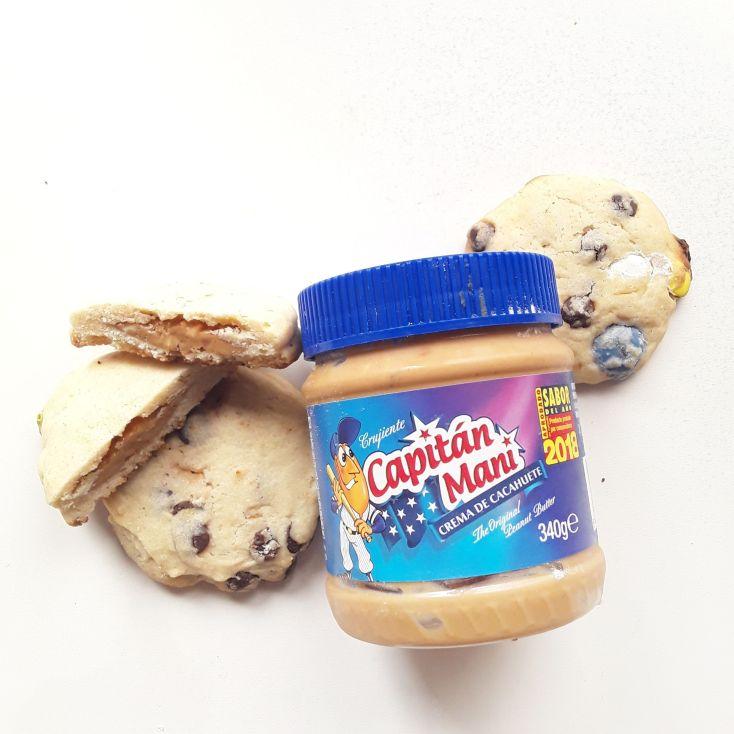 Galletas con Lacasitos y mantequilla de maní.