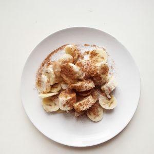 Plátano con azúcar y canela.