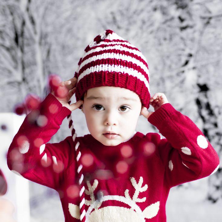 Fotos navideñas en el recién nacido. Gorro para afuera.