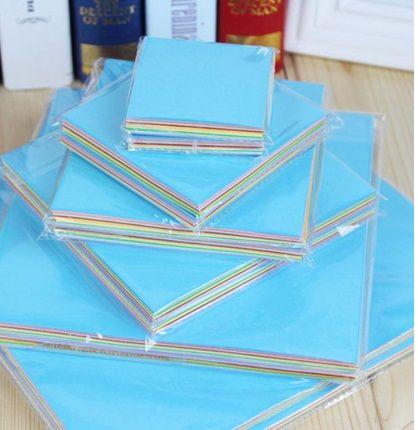 Hojas de colores para origami y más cositas. Imagen de Aliexpress.