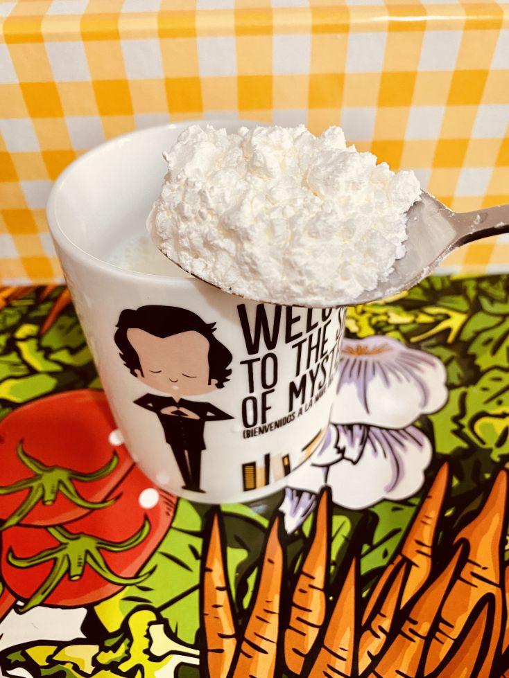 La harina se echa en la leche fría y se disuelve antes de echar a la sopa