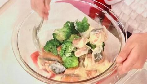 ブロッコリーと鮭のマヨあえゴー!ゴー!キッチン戦隊クックルン
