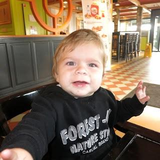 Liam 11 maanden mamameteenblog.nl