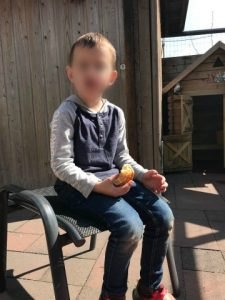 huldiging PSV Luca eet croissant