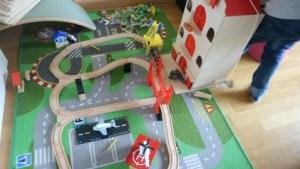 Review Amsterdams pakhuis van Reiger en de Raaf duurzaam houten speelgoed met treinbaan