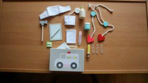 Nola kreeg veel cadeautjes met Sinterklaas. Veel leuke cadeautips voor een 3 jarig meisje. Dokterskoffertje linijn.