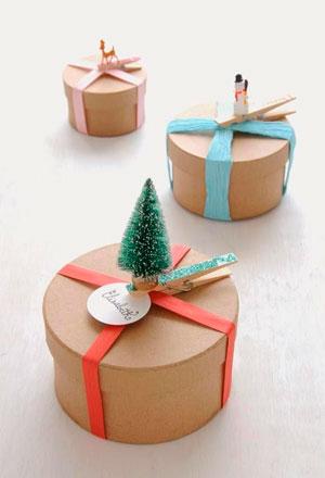 Emballage til det nye år med et juletræ med dine egne hænder