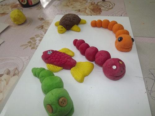 صنایع دستی ساده این را برای یک کودک از خمیر 4 انجام دهید