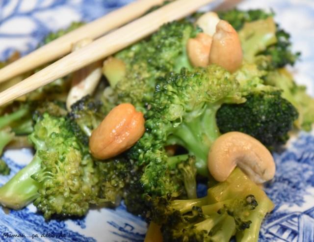 Wok de brocolis aux noix de cajou