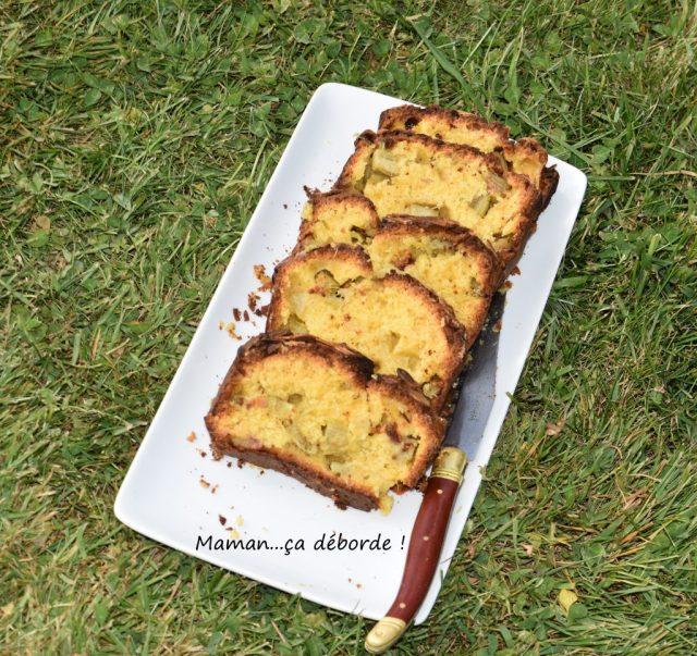 Cake moelleux à la rhubarbe