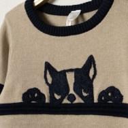 Pull en tricot à rayures et bouledogue