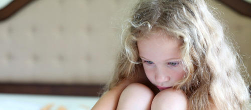 Le triste témoignage d'Anne : Grandir avec un parent toxique et s'en sortir.