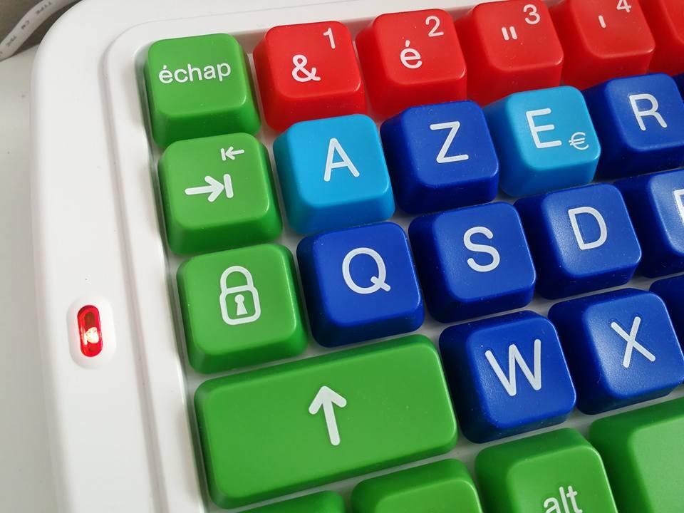 Un clavier ergonomique Clevy pour les enfants de 3 à 8 ans ou en situations de handicaps